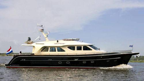 cruising motor yacht / flybridge / with 2 or 3 cabins