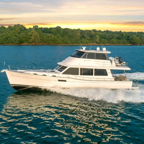 cruising motor yacht / with enclosed flybridge / 3-cabin
