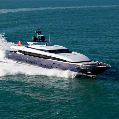 cruising super-yacht / high-speed / raised pilothouse / aluminum