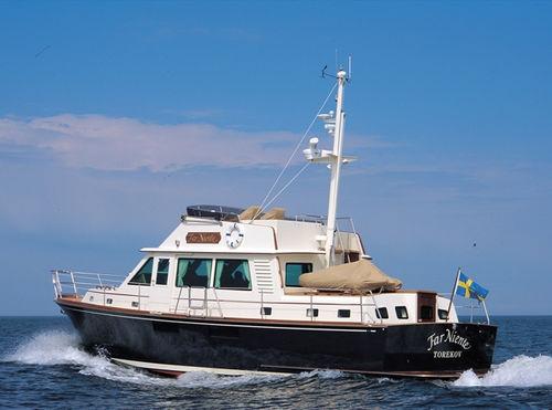 inboard express cruiser / twin-engine / flybridge / classic