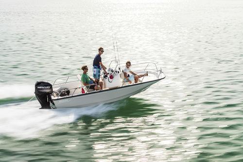 outboard center console boat / center console / sport-fishing / 6-person max.