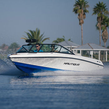 inboard runabout / dual-console / bowrider / wakeboard