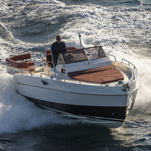 inboard express cruiser / twin-engine / open / traditional