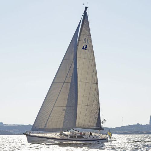 cruising sailing yacht / center cockpit