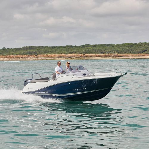 outboard walkaround / center console / with cabin / twin-berth