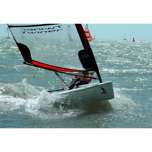 single-handed sailing dinghy / children's / instructional / catboat