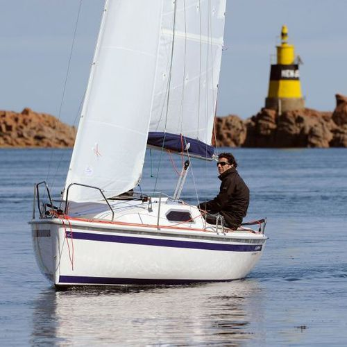 monohull / daysailer / open transom / with bowsprit