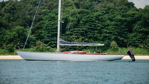 cruising-racing sailing yacht / center cockpit