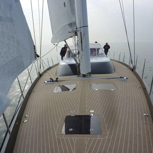 sailboat boom / V / carbon