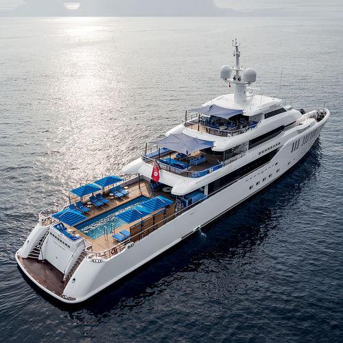 cruising mega-yacht / wheelhouse / 6-cabin / with swimming pool