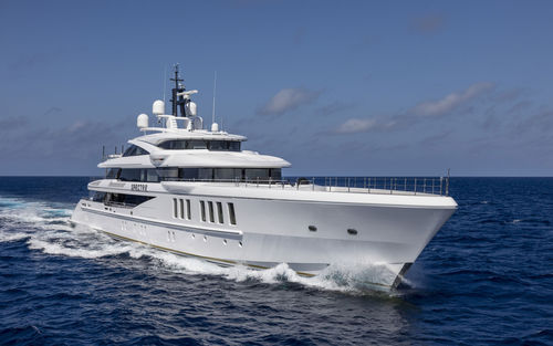 cruising mega-yacht / raised pilothouse / 6-cabin / custom