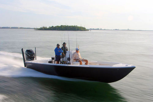 outboard bay boat / center console / sport-fishing