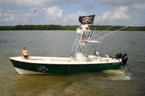 outboard center console boat / twin-engine / flybridge / sport-fishing