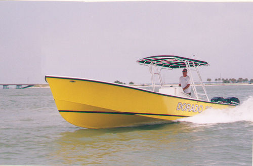 outboard center console boat / twin-engine / sport-fishing / classic