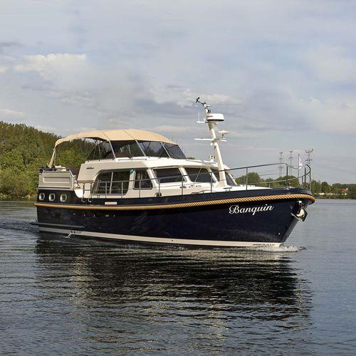 inboard express cruiser / diesel / twin-engine / flybridge