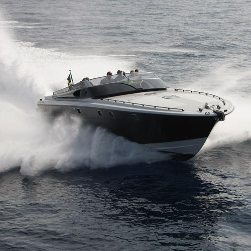 inboard express cruiser