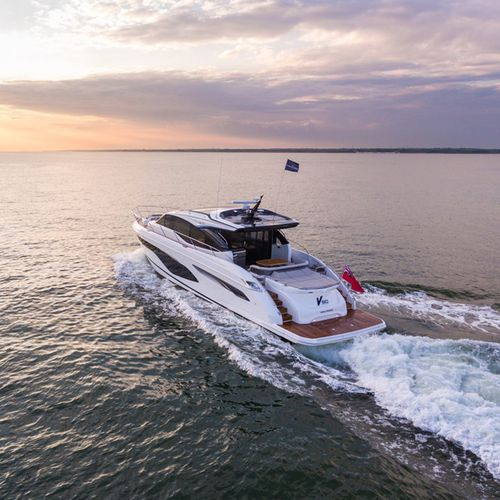 cruising motor yacht / hard-top / with enclosed cockpit / 3-cabin