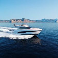inboard express cruiser / twin-engine / flybridge / cruising