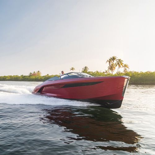 outboard express cruiser / twin-engine / open / carbon