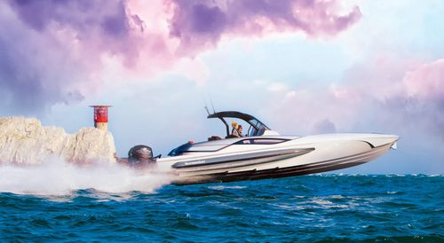 outboard express cruiser / twin-engine / stepped hull / open