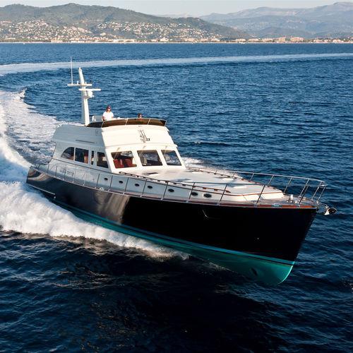 classic motor yacht / downeast / flybridge / epoxy