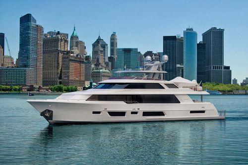 cruising super-yacht / raised pilothouse / composite / displacement