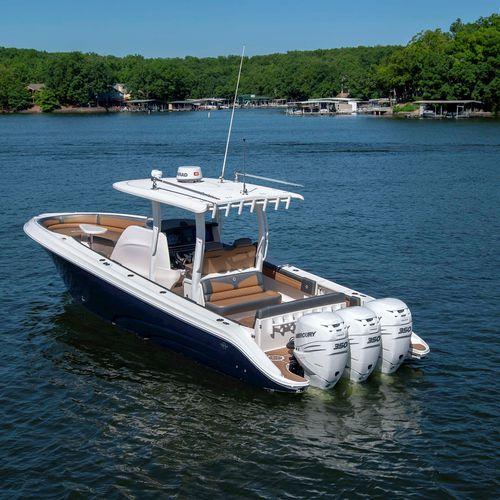 outboard center console boat / triple-engine / center console / open