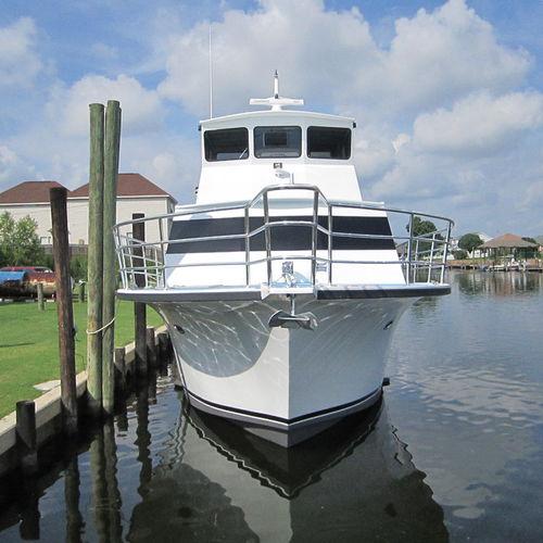 fishing motor yacht / dive / raised pilothouse / displacement