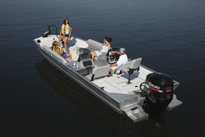 outboard deck boat / sport-fishing / aluminum / 12-person max.