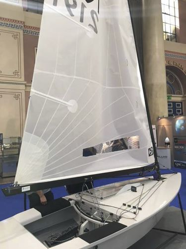 single-handed sailing dinghy / regatta / catboat