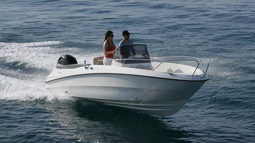 outboard center console boat / center console / open / 6-person max.
