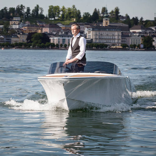 inboard runabout / electric / dual-console / classic