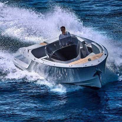 inboard runabout / center console / classic / 9-person max.