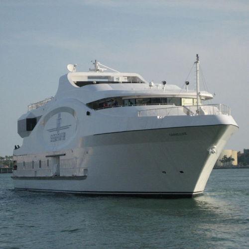 cruising luxury mega-yacht / raised pilothouse / displacement hull