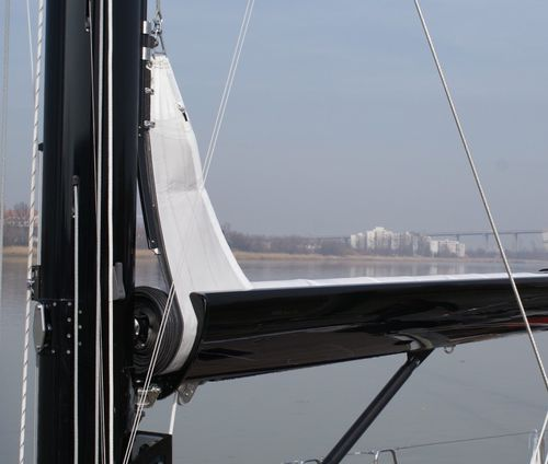 sailboat mast / aluminum