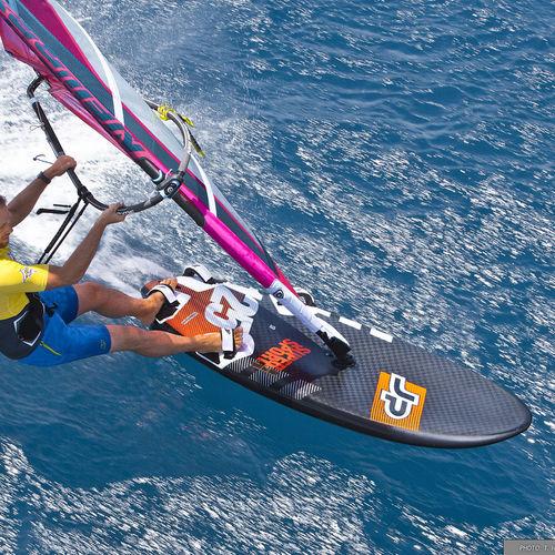 slalom windsurf board / speed