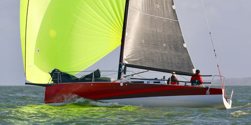 monohull / sport keelboat / open transom / with bowsprit
