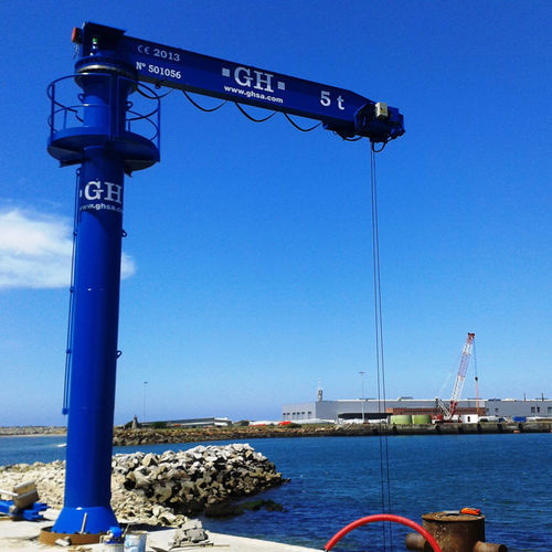port crane / pivoting jib / knuckle boom