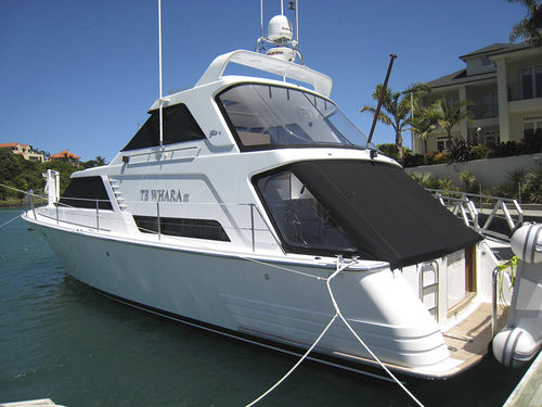 inboard express cruiser / twin-engine / displacement hull / with enclosed flybridge