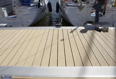 floating dock / mooring / for marinas / concrete