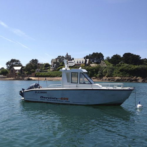 outboard cabin cruiser / with enclosed cockpit / aluminum / 8-person max.