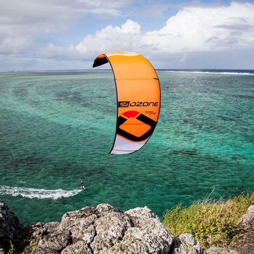 hybrid kitesurf kite / light-wind