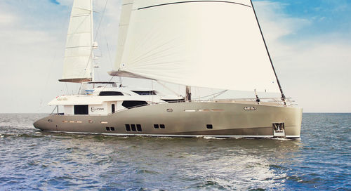 cruising sailing super-yacht / flybridge