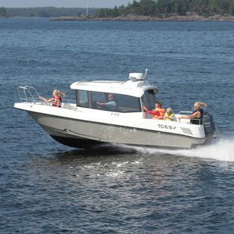 outboard cabin cruiser / with enclosed cockpit / sport-fishing / 8-person max.
