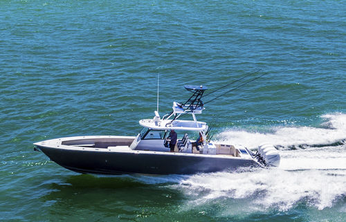 outboard center console boat / four-engine / center console / flybridge