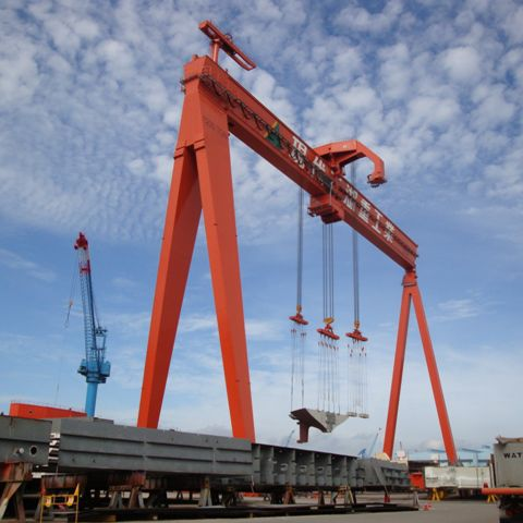 rubber-tired container stacking crane