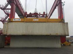 ship-to-shore crane spreader