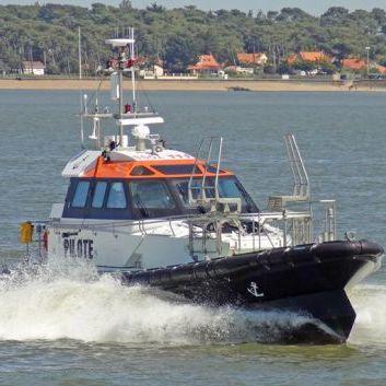 pilot boat / inboard / self-righting