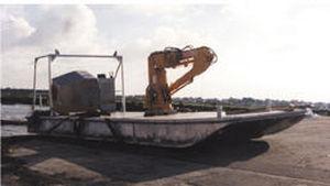 work barge / inboard