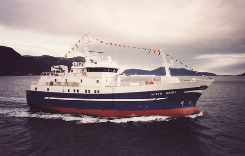 fishing trawler commercial fishing vessel / longliner